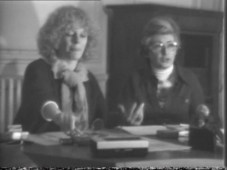 Simone Iff et Delphine Seyrig revenant de Stuttgart